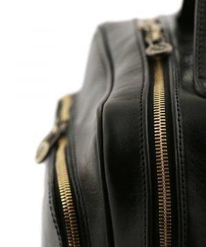 Zaino in cuoio nero Made in Italy unisex. Zaino artigianale in pelle nera.