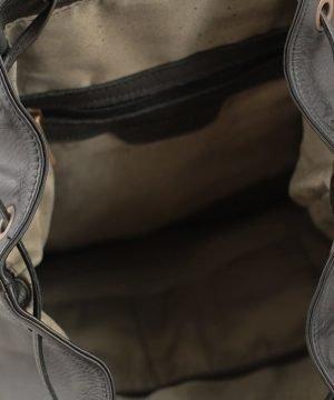 Interno zaino in pelle nero Fantini Pelletteria tasche interne e scompartimenti