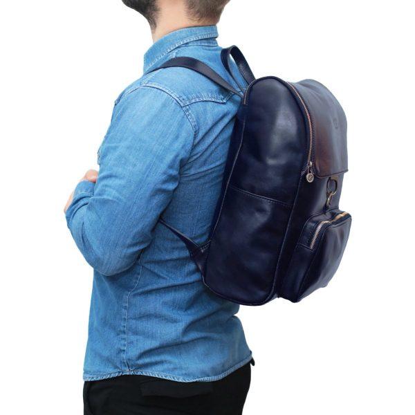 Zaino in cuoio blu scuro Made in Italy zaino uomo per lavoro e computer chiusura a gancio