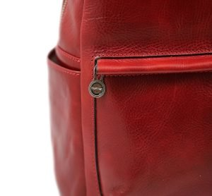 Zaino in cuoio rosso Made in Italy e artigianale.
