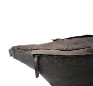 Marsupio in pelle marrone scuro. Marsupio Made in Italy e artigianale.
