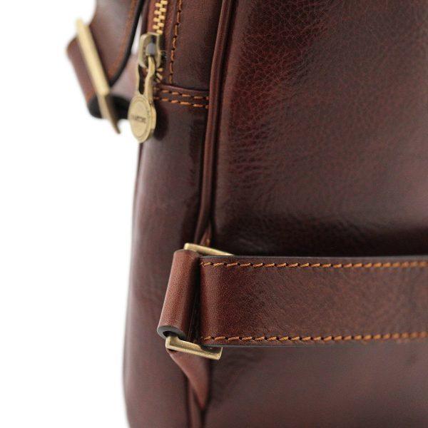 Monospalla da uomo in cuoio marrone Made in Italy.