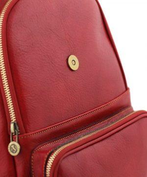 Zaino in cuoio rosso. Zaino Made in Italy artigianale. Zaino donna.