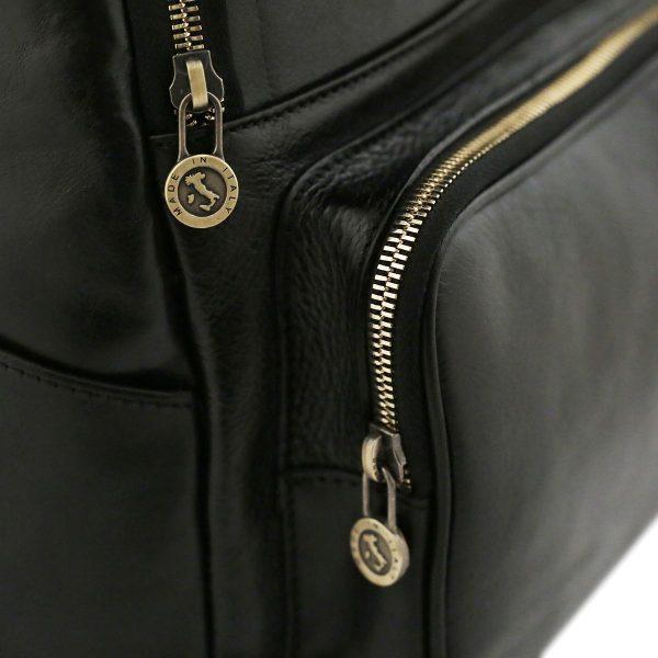 Zaino in cuoio nero Made in Italy da donna. Zaino artigianale in pelle nera.