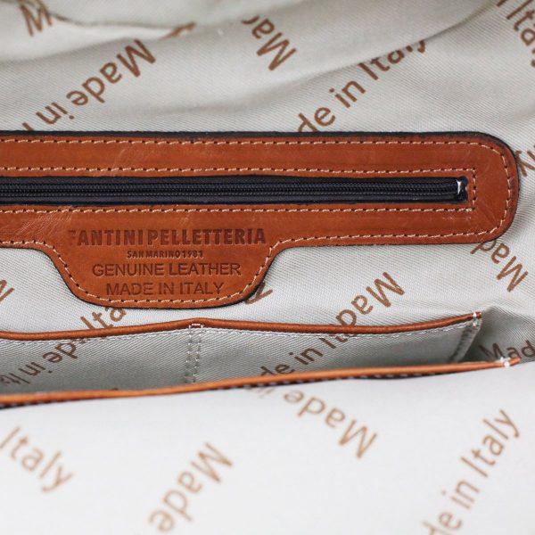 Tasche interne dello zaino in cuoio artigianale fatto a mano